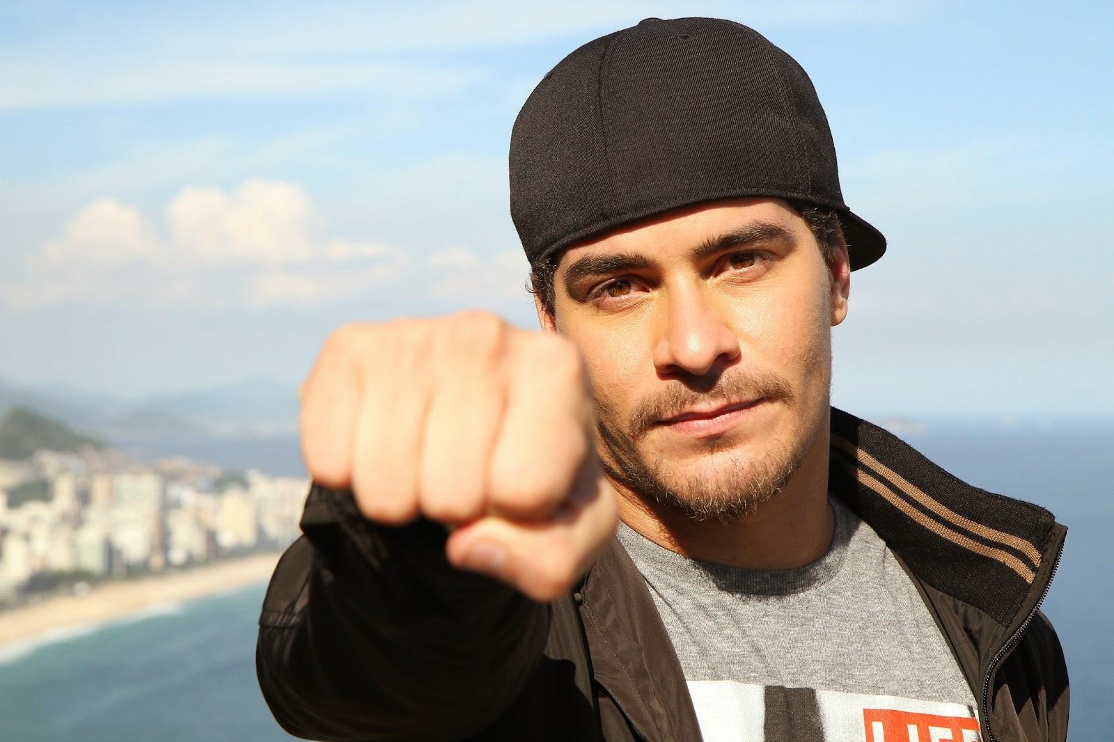 Thiago Martins-Biografia e Fotos