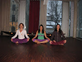 Selina Gullery,Teodora Racheva and me at the Airyoga assisting Twee.