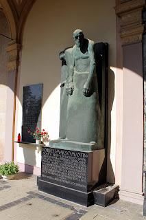 Spomenik obitelji Mayer - Robert Frangeš Mihanović