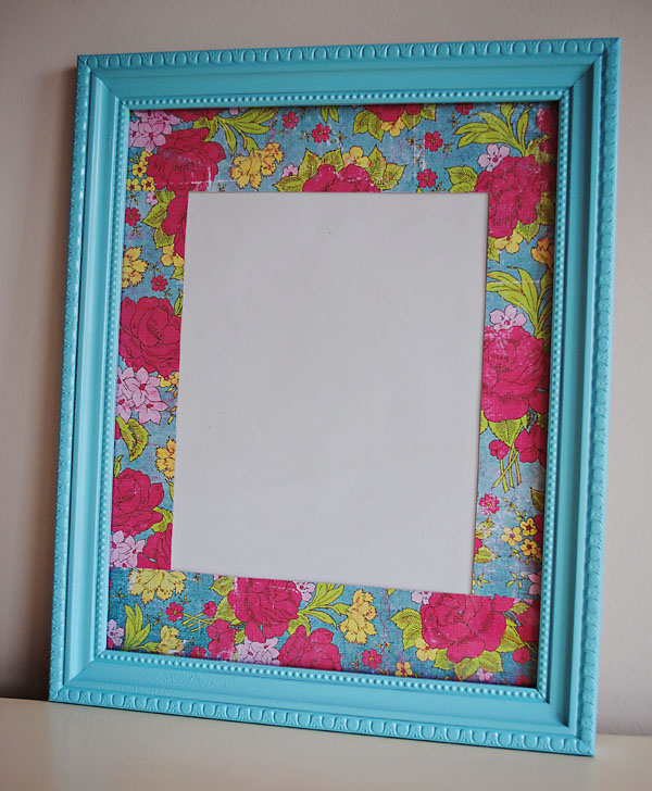 i love the way the paper adds a slash of color to what may be a boring or just plain frame