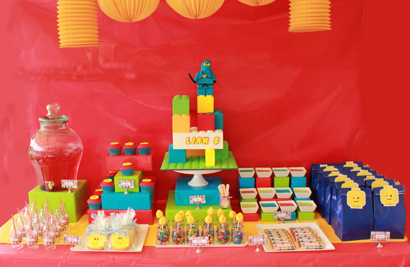 Blissfully sweet liam 39 s lego themed 8th birthday party for Decoration lego
