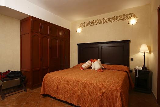 Suites bello xochimilco xxvii feria del libro guelaguetza for Recamaras king size economicas