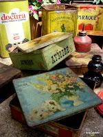 latas velhas de Biscoitos