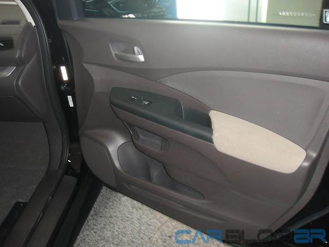 Honda CR-V LX Mecânico 2013 - interior - por dentro