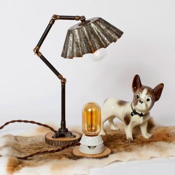 Tischleuchte mit Backform als Lampenschirm