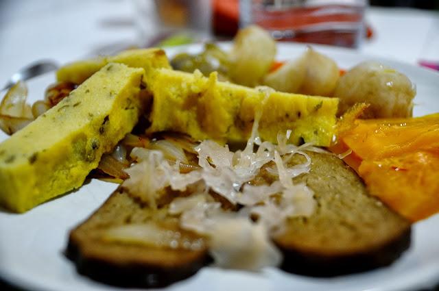 Nishime de verduras con seit n y pastel de polenta for Cocinar seitan