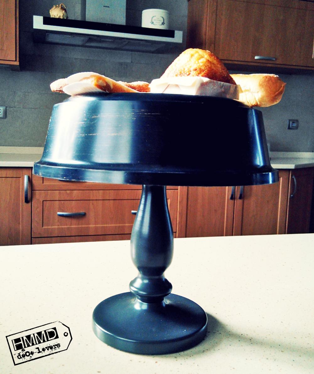 Soporte para dulces con un reloj by HMMD. Handmademaniadecor. Original idea para presentar la merienda o el desayuno más cool. Soporte vintage para dulces hecho con un reloj. Sweet stand for special breakfasts or suppers. Vintage cake stand.