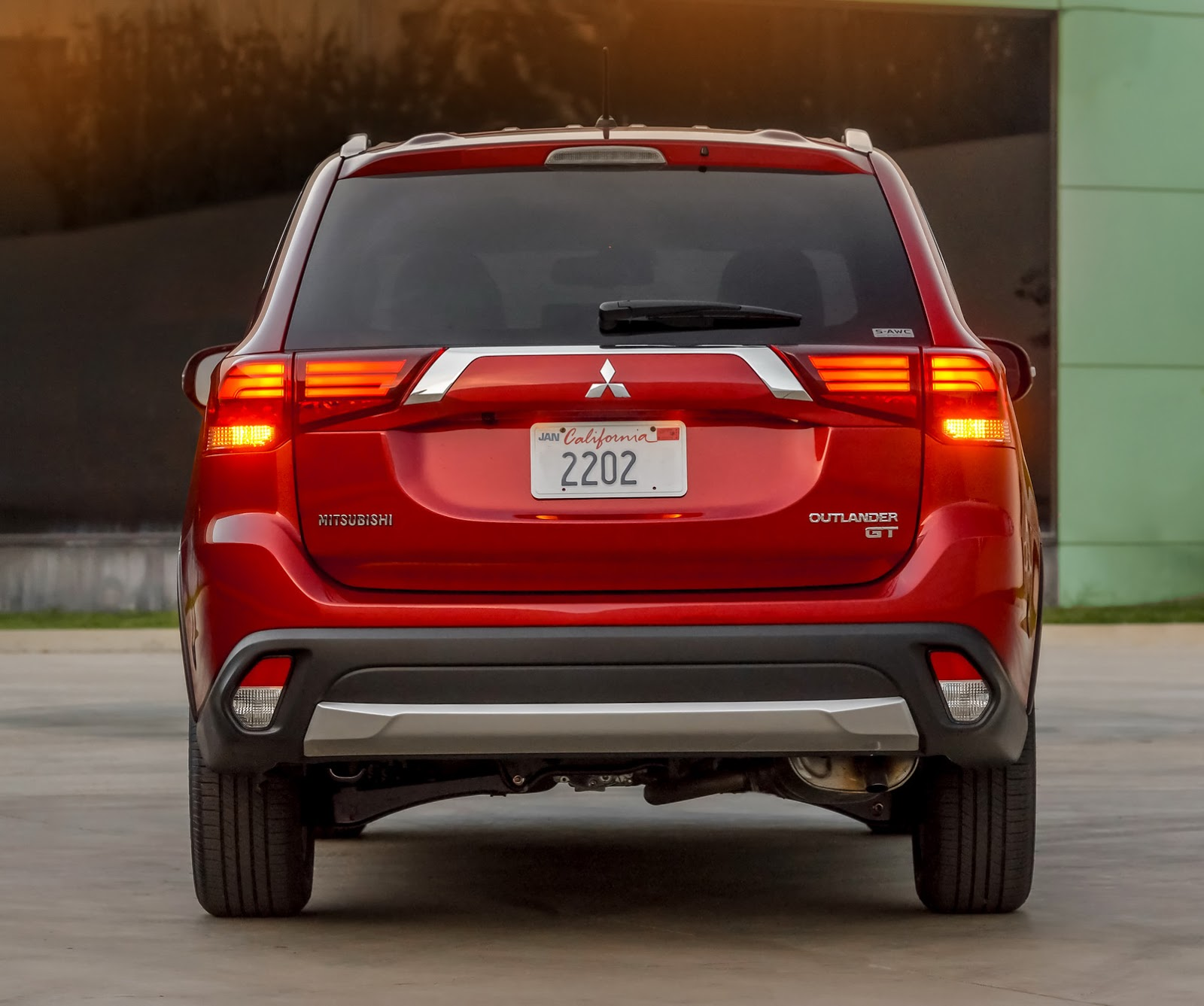 2016 Mitsubishi Outlander Gets A Fresh Face In New York