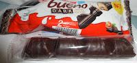 Napolitană trasă în ciocolată neagră cu umplutură de lapte și alune