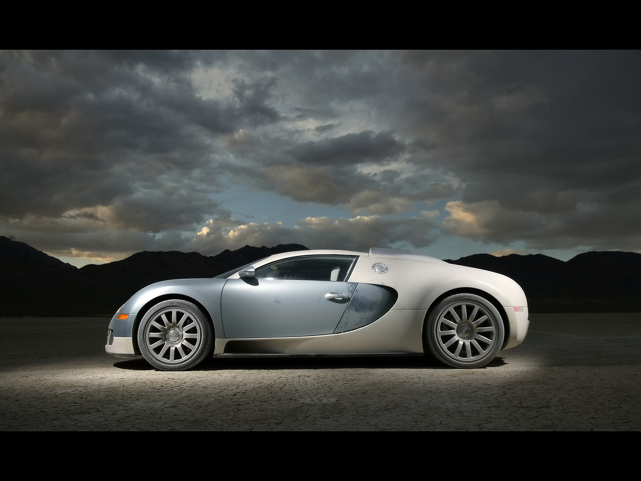 http://4.bp.blogspot.com/-a76Uyv923Js/TWfvo4u9TyI/AAAAAAAABVE/Ztnq9WtBwOs/s1600/2007-Bugatti-Veyron-Side.jpg