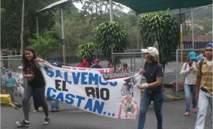 Caminaron a favor del río Castán