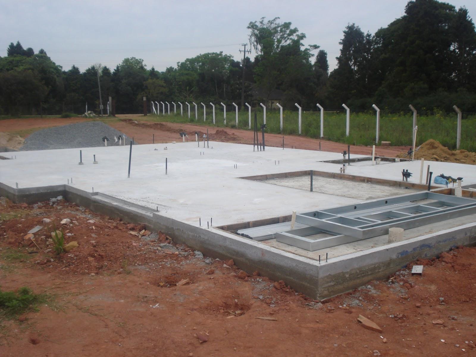 Light Steel Framing: Casa Light Steel Framing.05 RADIER Concretagem #6F4A39 1600 1200