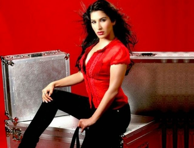 Sophie Choudry Awesome Hot Photo Shoot