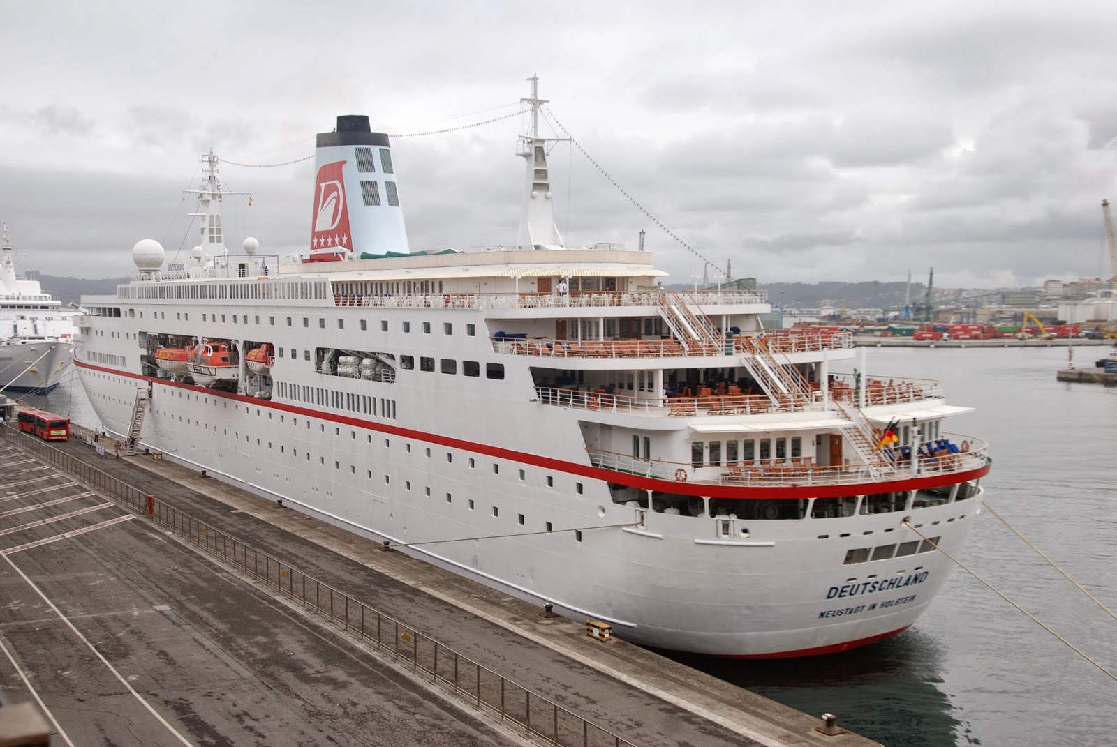 NAVIGATIONCruising And Maritime Themes German Registered