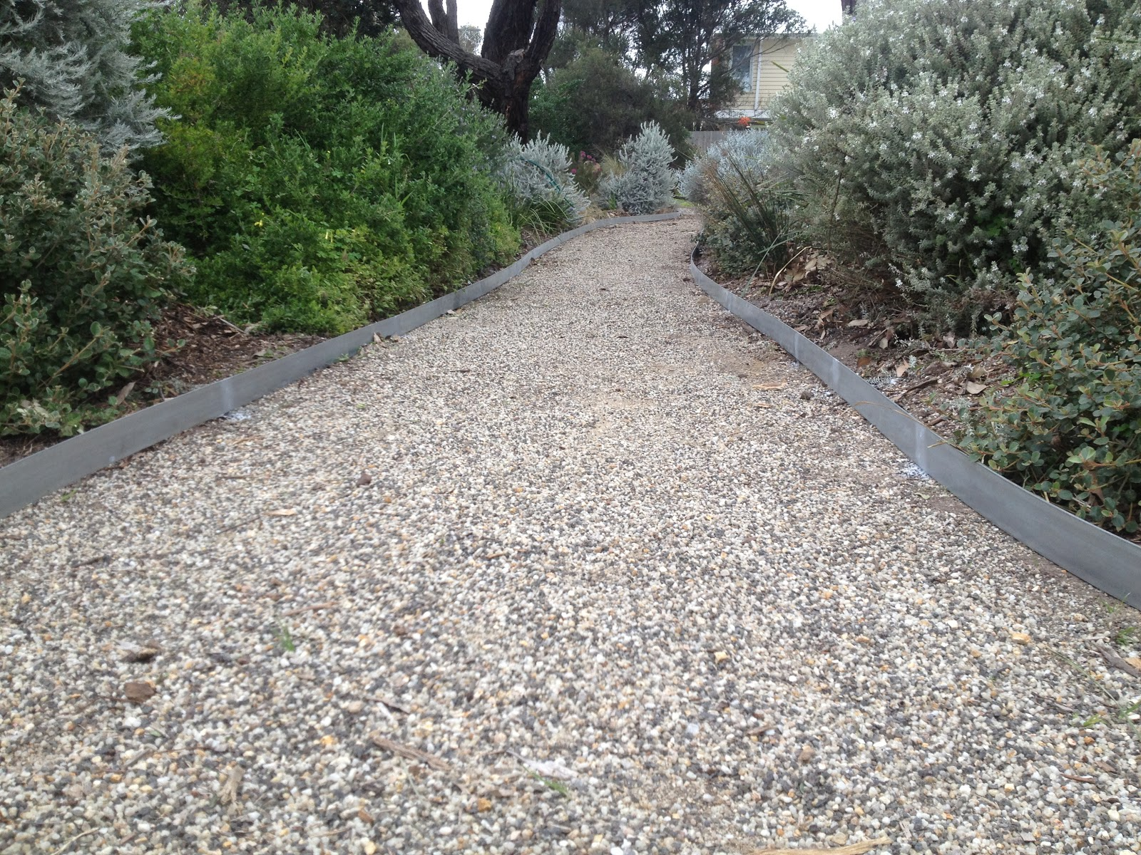 Scorpio landscaping geelong scorpio landscaping geelong for Landscape edging