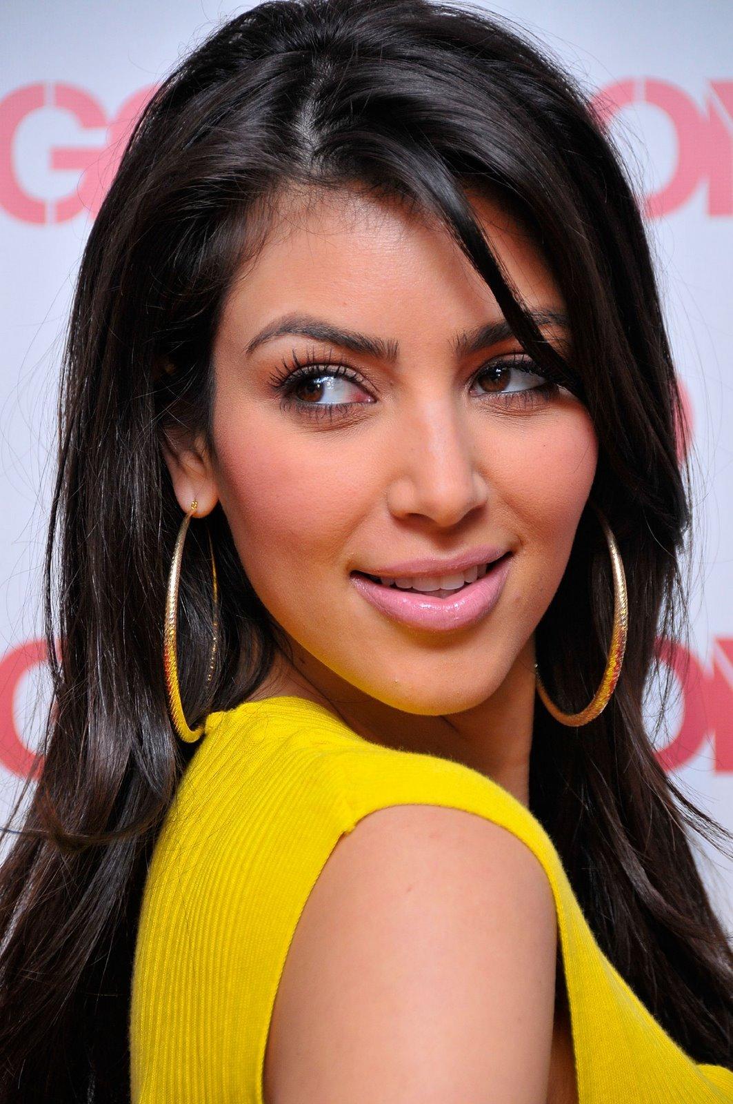 http://4.bp.blogspot.com/-a7cuADa-QJo/TpSHUjLpQJI/AAAAAAAABwU/Hu_yCrrinxA/s1600/kim-kardashian-fall-bongo-collection-booty-03.jpg