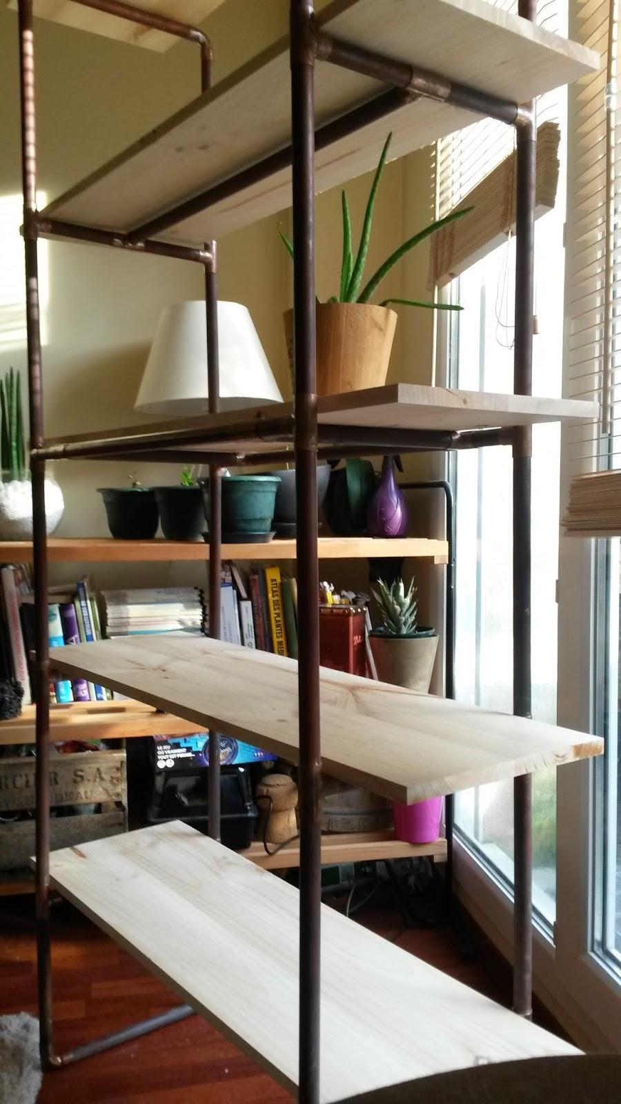 cg architecture etag re en tuyaux de cuivre et bois. Black Bedroom Furniture Sets. Home Design Ideas