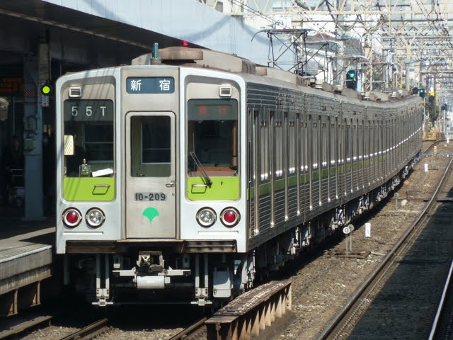 京王電鉄 急行 新宿行き5 都営10-000形200F
