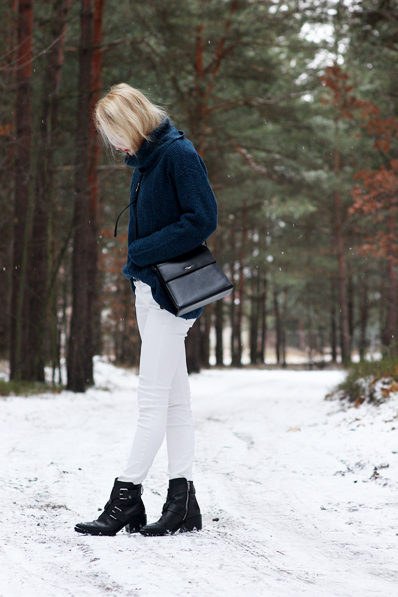 What I'm wearing: Lee trousers and sweater Mango boots second hand bag fashion, blogger, blog, polish girl blonde, hair, long, white jeans, high boots, black boots, style, outfit, winter, snow
