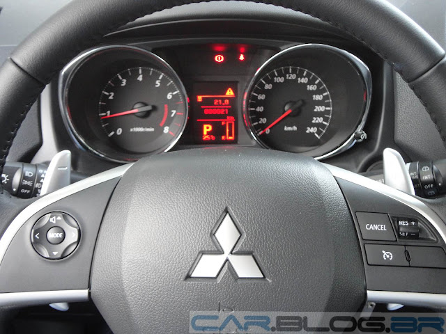 Mitsubishi ASX 4x2 Branco - volante
