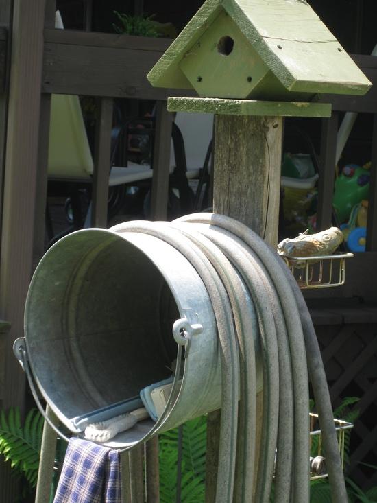Homestead crossing inc 39 s blog diy water hose storage for Garden hose idea