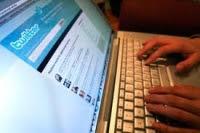 """Con pocos años de utilización en el país, la red social Twitter tiene una penetración de 8%, el doble de lo que registraba en 2010 cuando alcanzaba entre 4% y 5% de venezolanos, según el estudio Usos de Internet en Latinoamérica 2011 La aceptación que tiene la herramienta en el país es mayor a la promedio en el continente (2,4%), e incluso más alta que la media mundial, que se sitúa en 3%.El estudio señala que Uruguay está en el primer puesto, con 17%, Venezuela en el segundo y Costa Rica en el tercero, con 5%. """"Esto se explica por"""