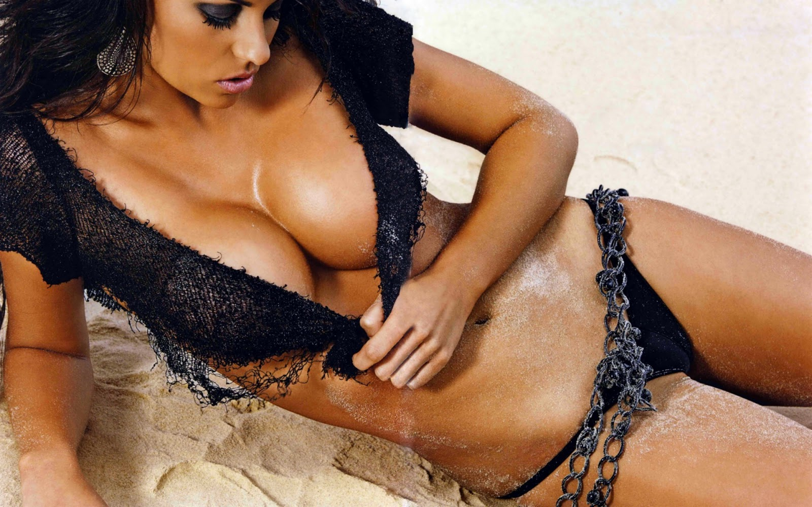 http://4.bp.blogspot.com/-a9l2kv68szU/TcrqADqO2DI/AAAAAAAAASY/a1WsHT4Tv_c/s1600/hot_brunette_on_beach_hd_widescreen_wallpapers_1920x1200.jpeg