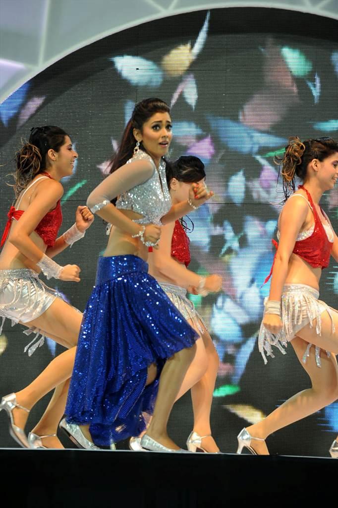 http://4.bp.blogspot.com/-a9nTxOPozSQ/Tf__jGrWJVI/AAAAAAAAIWo/ojGumXshsc4/s1600/shriy-dancing-at-ccl-trophy-launch-18-0017indian%2Bmasala_01indianmasala.blogspot.com.jpg