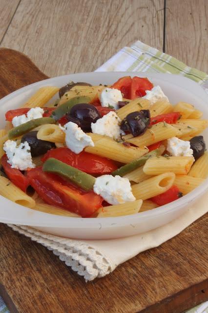 pennette con pomodori, olive e ricotta