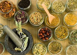 10 أعشاب ضرورية لصيدليتك الطبيعية بمنزلك.......