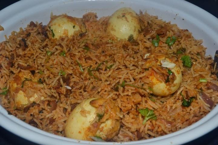 http://foodandbeyondfans.blogspot.com/2013/12/egg-biryanimuttai-biriyani.html