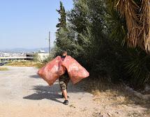 Εθελοντές καθάρισαν τον λόφο Κόκκου στο πλαίσιο της συμμετοχής του Δήμου Γαλατσίου στο 'Let's do it