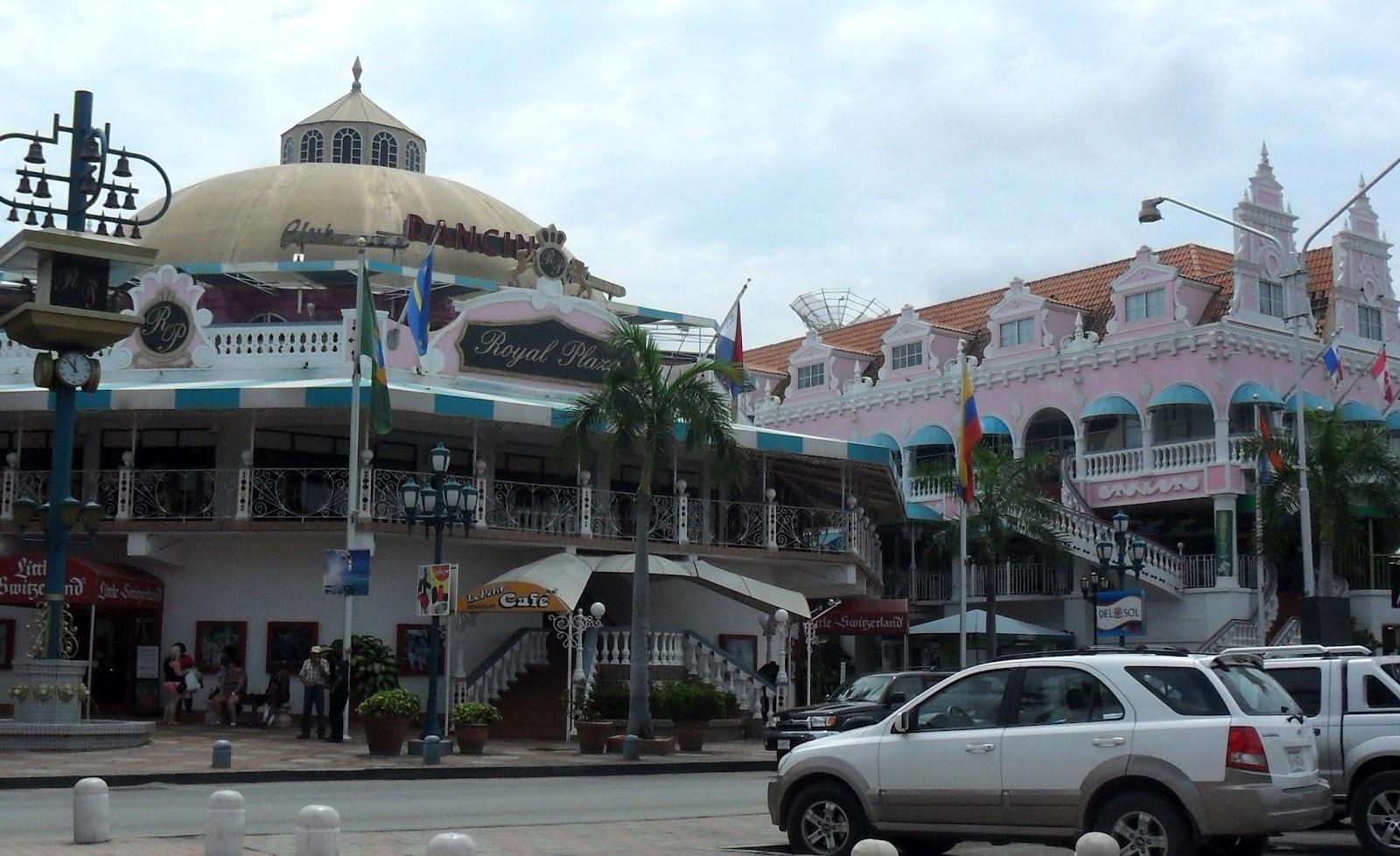 Royal Plaza Mall totalmente acessível. Em Oranjestad. #247AA7 1600x979 Banheiro Acessivel Em Vista Cad
