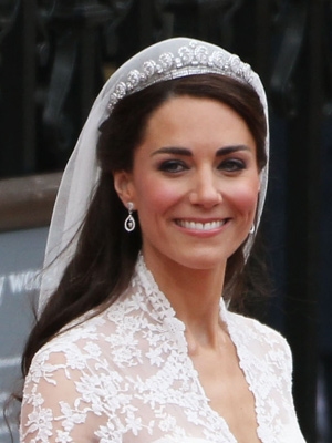 I adored Kate 39s hair and makeup look I personally adore when brides keep