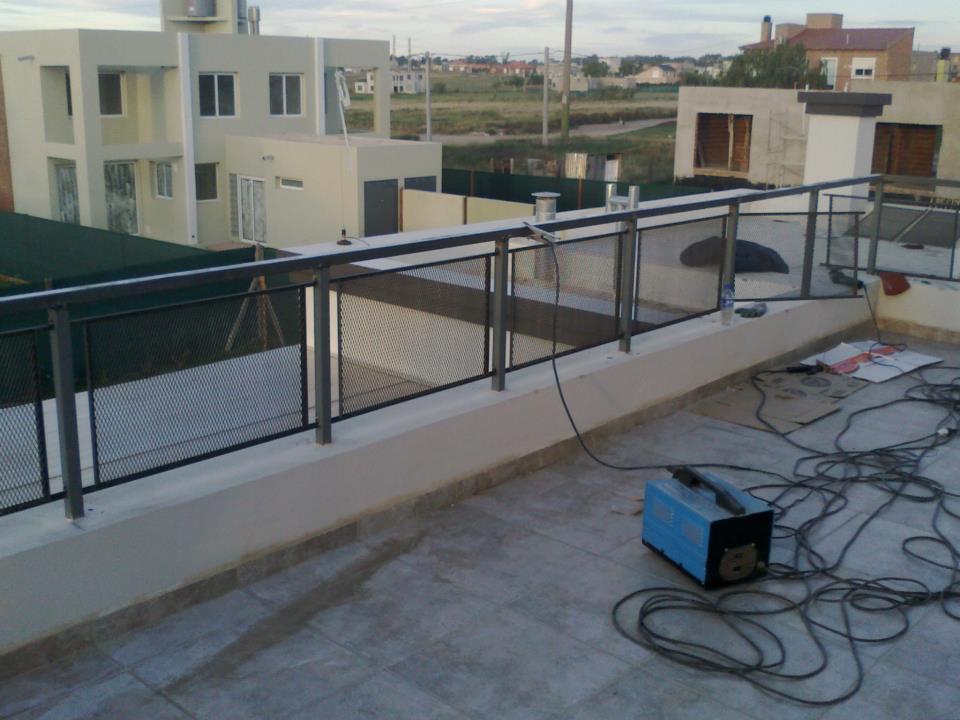 Herreria y estructuras tito barandas seguridad piscinas y - Barandas de terrazas ...