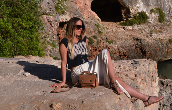 alison liaudat, Spain, cala d'or, blogger, fashion, skirt, zara, crop top, vacation, bershka, long, summer, unruly