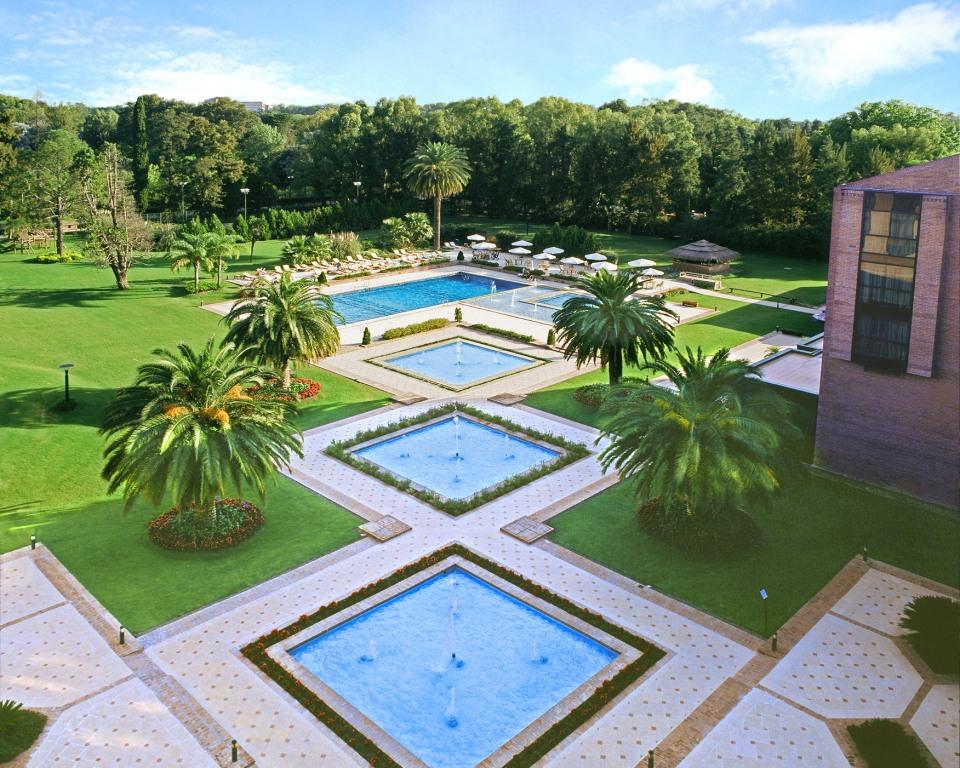 Ecoland jardines para los hoteles del parque for Jardines alrededor de piscinas