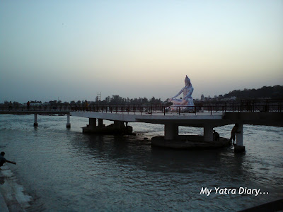 A statue of Lord Shiva presiding over the Parmarth Niketan ashram evening aarti in Rishikesh