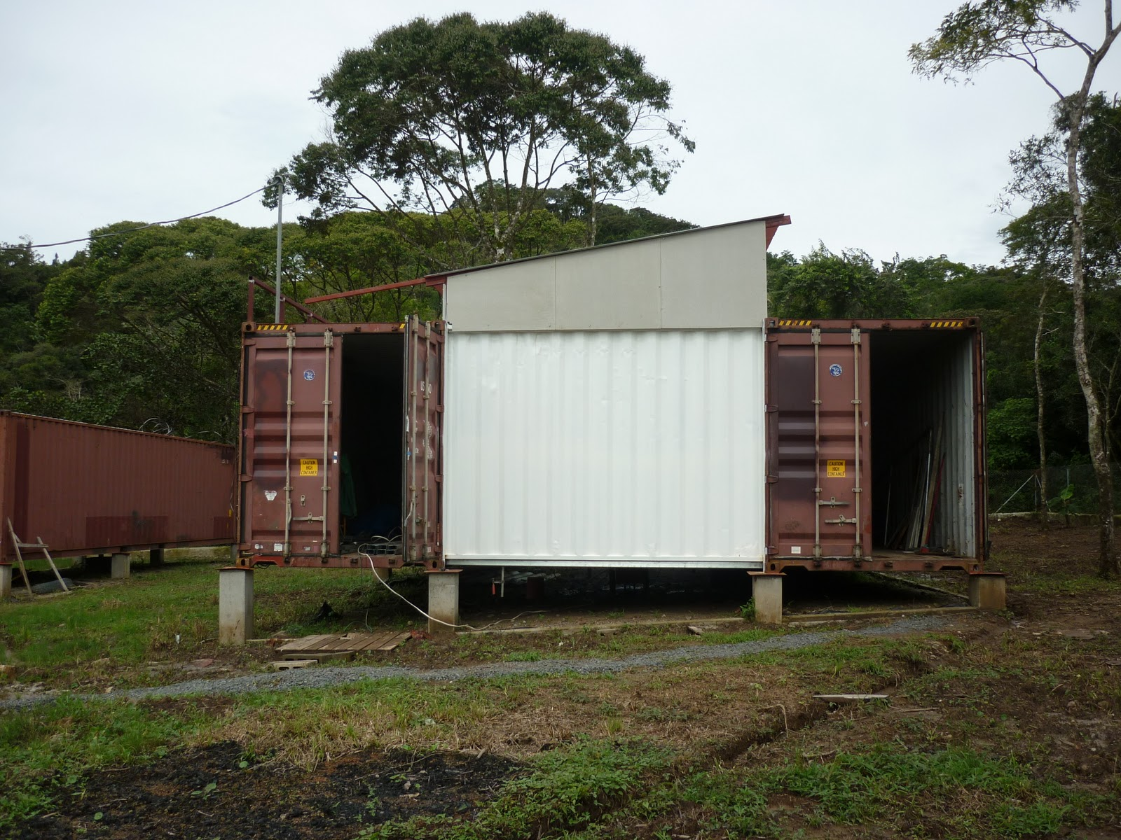 Shipping container homes shipping container house in panama - Storage containers as homes ...