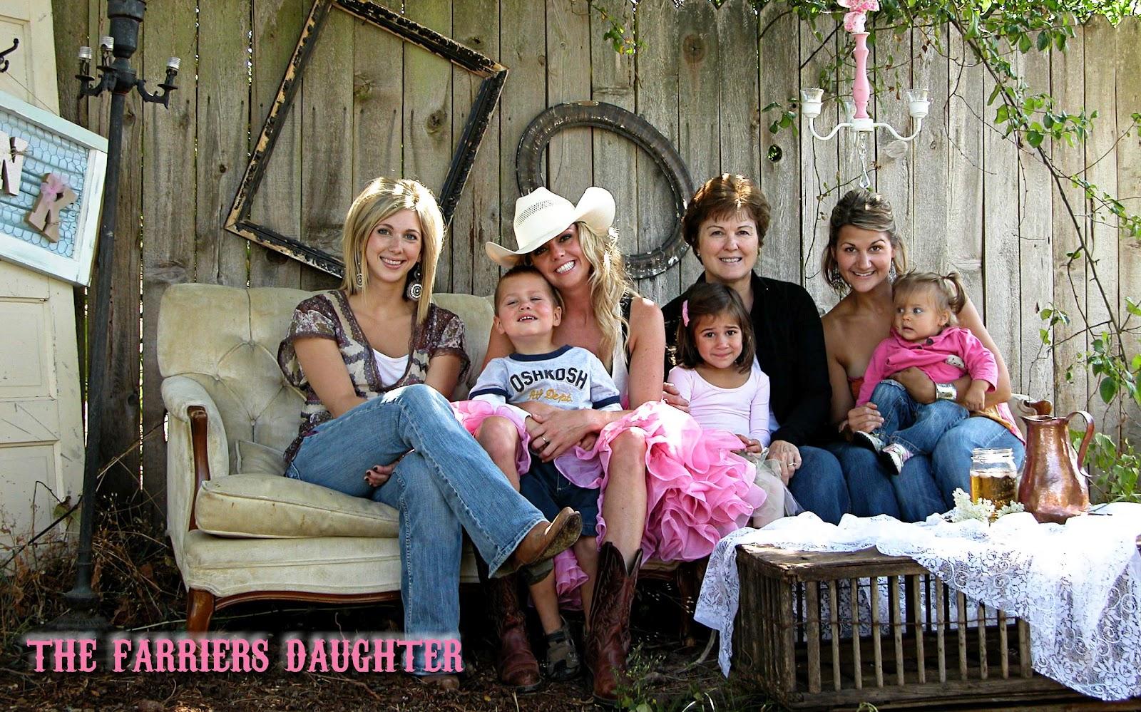 Backyard Family Portrait Ideas : Unique Outdoor Family Portrait Ideas Fun family photo shoot ideas