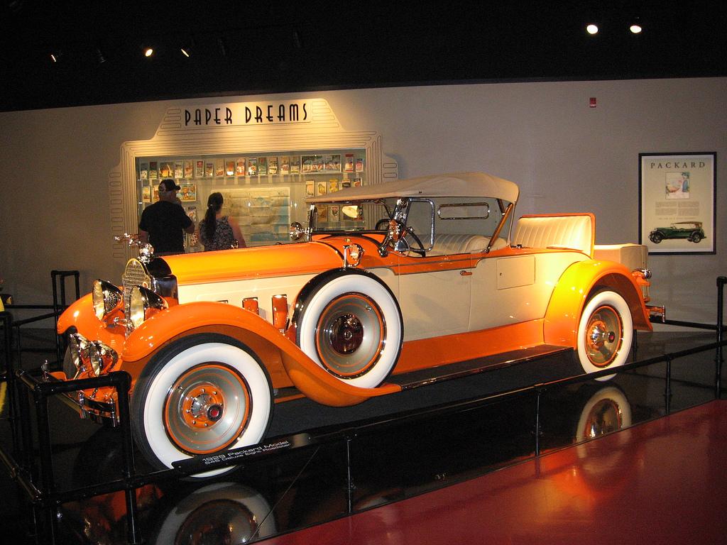Wallpaperspiolt: Old Car Wallpaper