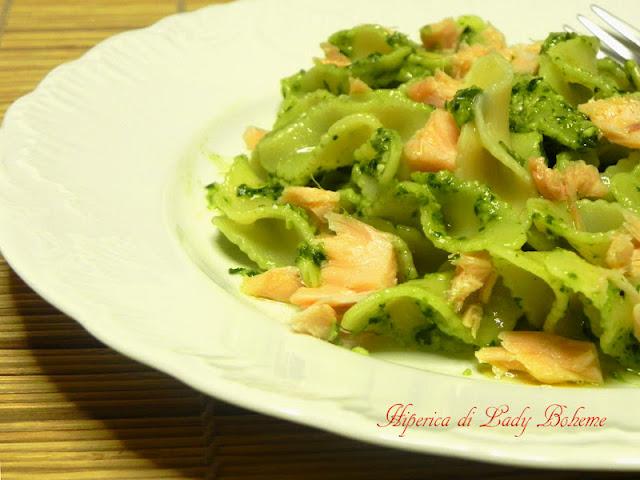 hiperica_lady_boheme_blog_di_cucina_ricette_gustose_facili_veloci_fiocchi_di_amore_al_pesto_di_basilico_e_salmone_2