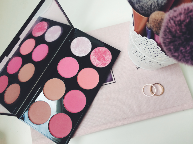 uk beauty blogger, review, swatch, makeup revolution, ultra blush and contour palette, sugar and spice, blush palette, makeup review, beauty blogger, bbloggers,