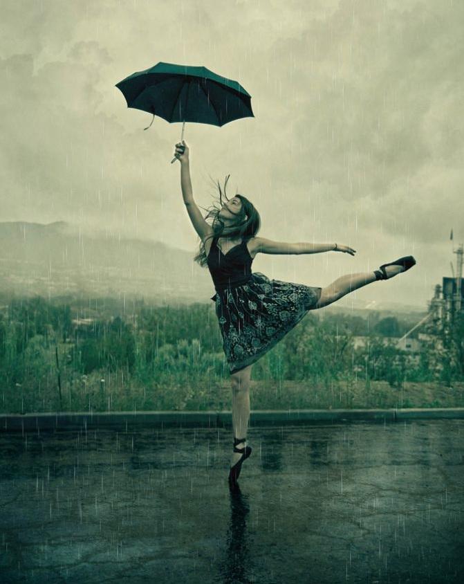 W życiu nie chodzi o czekanie, aż burza minie. Chodzi o to, by nauczyć się tańczyć w deszczu.