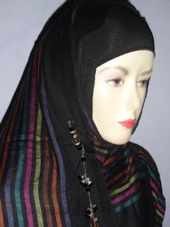 FOTO GAMBAR VIDEO CARA MEMAKAI JILBAB PIPIK UJE, CARA MEMAKAI PASHMINA PIPIK UJE ARAB TREND 2011, Cara Menggunakan Jilbab Pipik, Pashmina Pipik Uje Dengan Benar Mudah Dan Cantik Ala Arab 2011,Foto Menggunakan Jilbab Pashmina Pipik Uje, Pashmina Arab 2011, busanarumahislami.blogspot.com