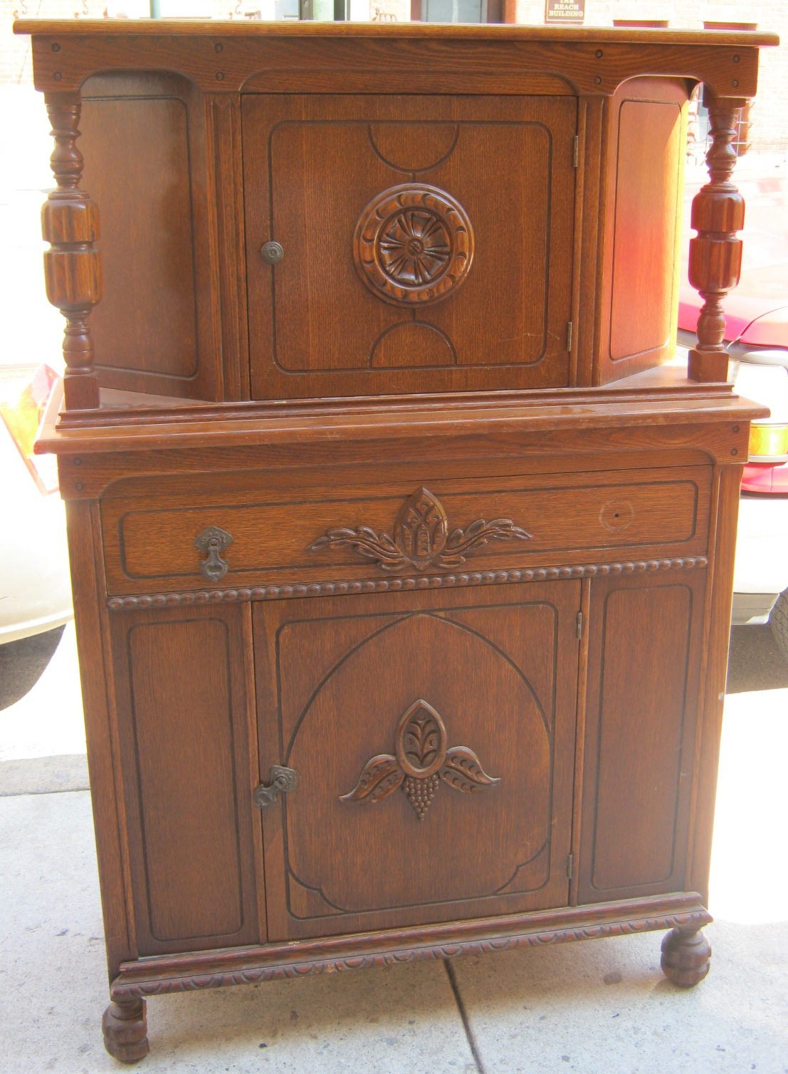 uhuru furniture collectibles oak buffet china cabinet. Black Bedroom Furniture Sets. Home Design Ideas