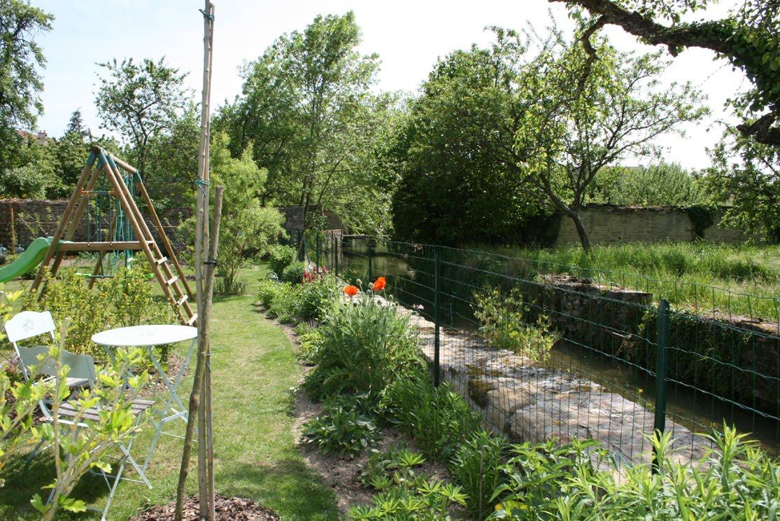 Notre jardin secret au bord de l 39 eau for Au jardin secret