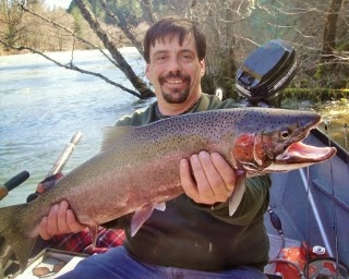 Winter-steelhead-fishing-upper-Rogue-river-Oregon
