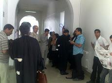 في بهو محكمة تونس مع المحامين
