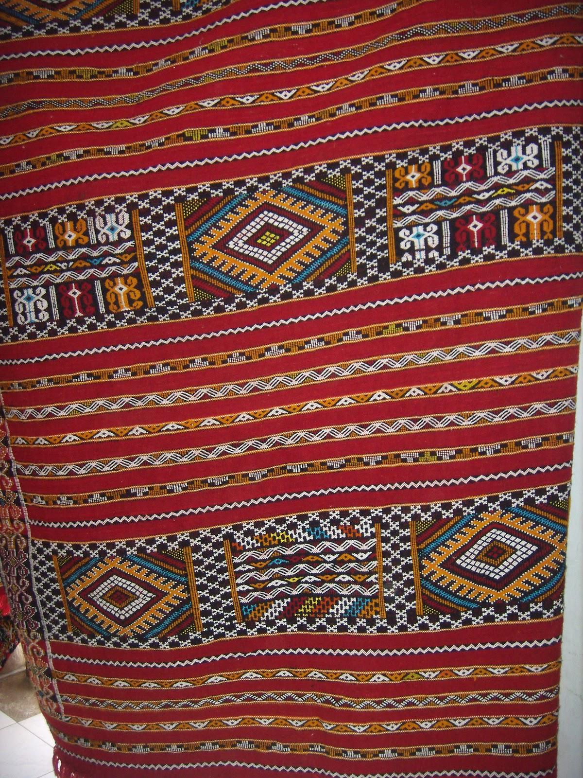 Merycarpet tapis hanbal couleur fond rouge avec des for Tapis rouge avec canapé 145 cm